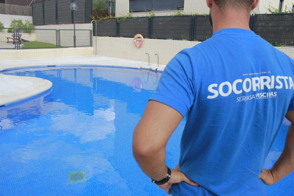 socorristas en piscinas comunitarias